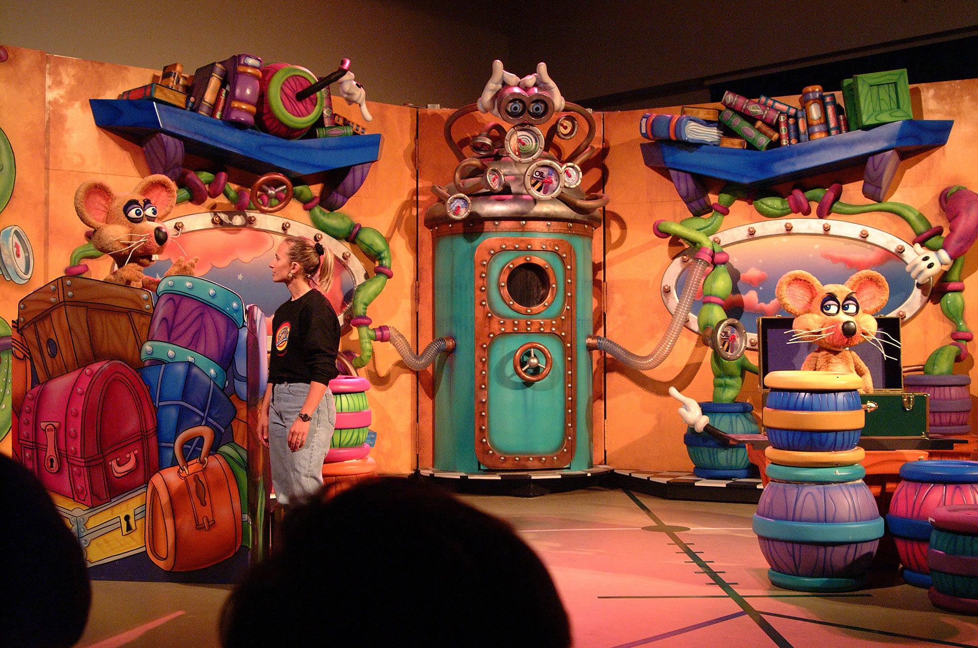 Wacky Stage with Animatronic Characters